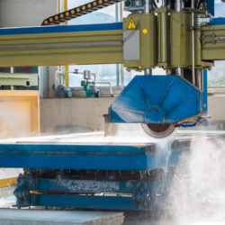 maszyna tnąca płyty granitowe na wymiar