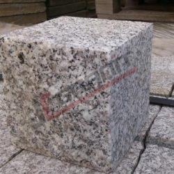 Kostka granitowa płomieniowana cięta